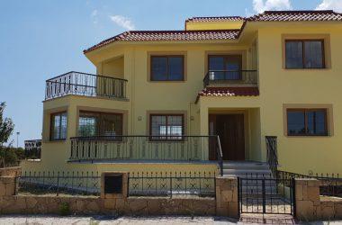 Girne Satılık Bahçeli Villa 0