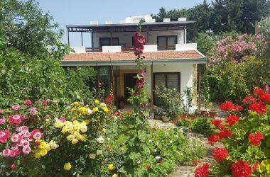 Villa For Sale In Kyrenia With Garden 0